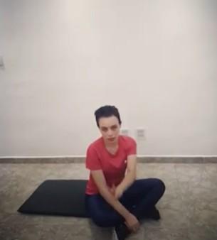 Zahra em casa – fortalecimento abdominal isometria