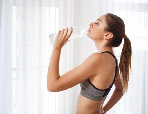 8 benefícios da água para a sua saúde